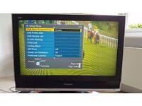 "PANASONIC VIERA 32"" TV / TELEVISION - Model TX-32LXD70"