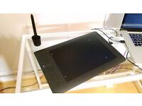 Intuos Pro Medium, near perfect condition, barely used, boxed