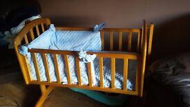 Vib swinging crib and bedding