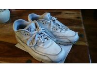 !!NIKE AIR Trainers size 5.5 Reduced