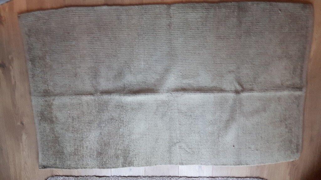 Green/brown habitat bathroom mat