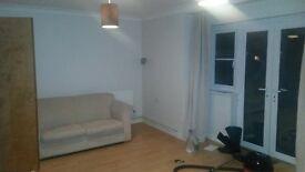 One bedroom flat furnished, Wokingham, 1 min walk to train station, £775 per month
