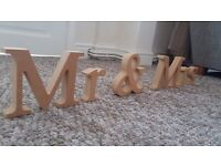 Wooden 'Mr & Mrs' Letters