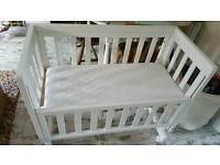 Troll crib/bedside cot