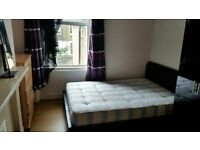 DOUBLE BEDROOM AVAILABLE QUEENS PARK TRAIN STATION.
