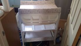 Baby changing unit and bathing station, only used for a few months, in prefect condition