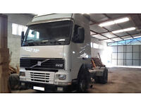 Left hand drive Volvo FH12 420 Globetrotter trailer head / tractor unit.