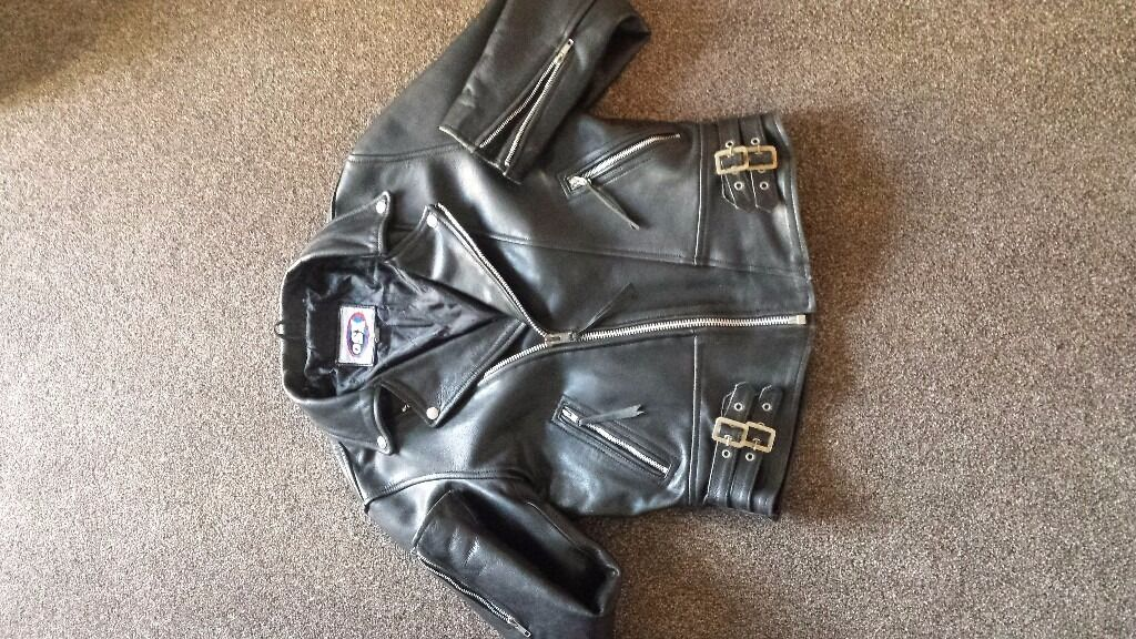 Real leather jacketin Carterton, OxfordshireGumtree - Really good condition size 38, unisex, REAL leather jacket has only been worn a handful of times £30 ovno If anymore pictures are required please message me and Ill be more than happy to send more )