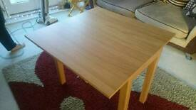 Oak extending table + X2 free chairs