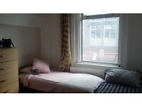 TWIN ROOM in Zone 1 aldgate east , 390 pounds per month!!!