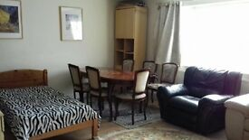 HEATHROW - VERY LARGE DOUBLE / TRIPLE BEDROOM / SITTING ROOM / DINING ROOM AVAILABLE FROM 4th MAY