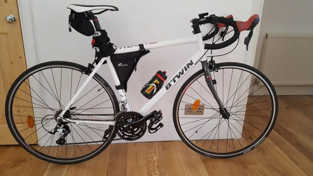 B 39 twin triban 300 road bike white perfect conditions for Triban 300