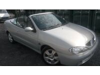 THIS 03 REG CABRIOLET COMES WITH ONLY 62K MILES..ALLOY WHEELS..ELECTRIC ROOF.AIR CON..GREAT SERV HIS