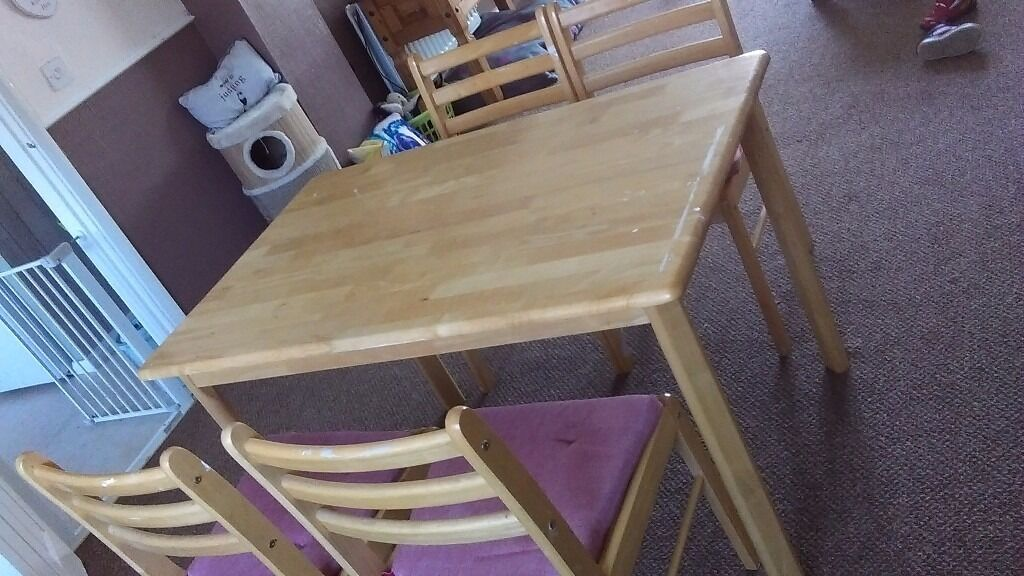 Wood dining table and 4 chairs with cushions