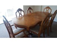 Beautiful, fully extendable dining table and chairs