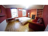 2 Double Size Room in girl House Flat Share -- mint pie