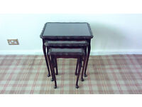 TABLES NEST OF THREE MAHOGANY WOOD WITH GLASS INSERTS GOOD CONDITION