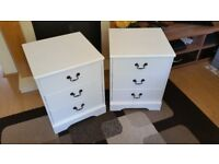 2x Bedside tables in good condition