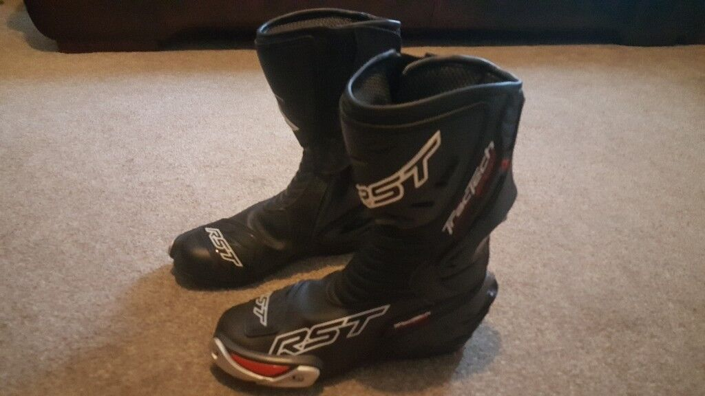 Nearly new RST tractech waterproof boots size 7 please call 07843151715