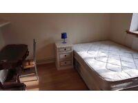 DOUBLE ROOM IN BOW