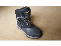 Nearly new HI-TEC SNOW PEAK 200 Mens Waterproof Winter Boots (9 UK) (Black)
