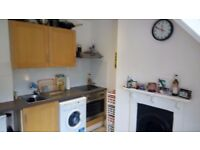 TOP FLOOR ONE BEDROOM FLAT - GUILDFORD VERY CLOSE TO HIGH STREET / LONDON ROAD STATION