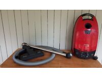 Miele Cat and Dog Vacuum 1600W – S512 – For repair or spares