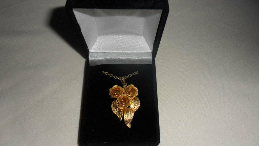 Lovely gold plated rose necklace