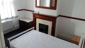 Comfy double room near town, bills inc.