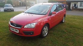Ford Focus 1.6 Ghia 4dr saloon Automatic