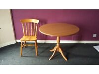 Round dinning table + chair