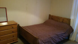 double room available in leith
