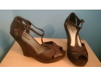 Womens heels. size 4.