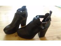 black 4inch high heel boots *NEW*