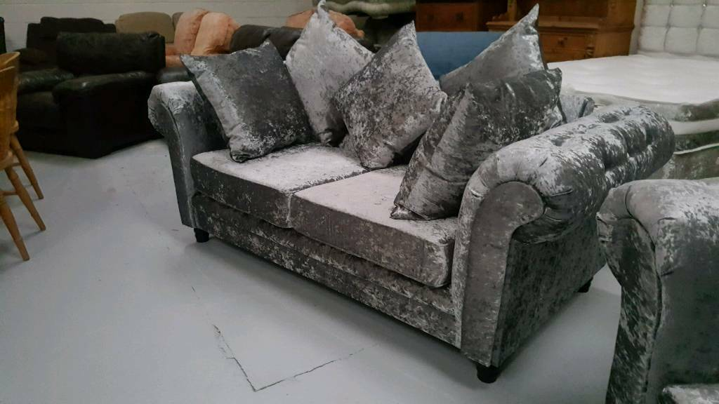 Brand new crushed velvet chester field style 3 &2 seater sofas can deliver 07808222995