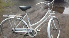 LADIES TOWN BICYCLE