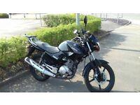 2014 Yamaha YBR 125cc motorbike / motorcycle - 2 Owners - Very good condition - GIVI TOPBOX INCL.