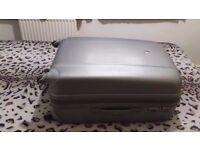 Expandable grey suitcase (75cm x 47cm x 32cm)