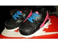 Nike huaraches baby size 4.5