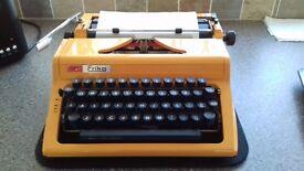 Vintage Daro Erika Typewriter - in working order