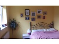 Two Double Rooms in Lovely Town Center Flat