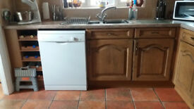 COMPLETE KITCHEN INCLUDING EXTRACTOR HOOD AVAILABLE END OF JANUARY