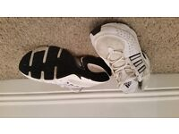 White Adidas Torsion trainers, mens size 7