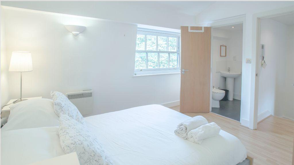 **SHORT LETS** 3 Bedroom 2 Bathroom En-Suite in London City