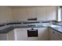 Fitted kitchen in white ..4x600..3x300 wall units.Full larder ..2x1000..1x400..1x400..1x300 bases.