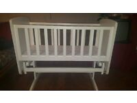 Baby swinging crib with mattress for sale ( good condition a d cheap)