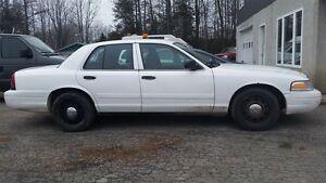 2010 Ford Crown Victoria Police Interceptor w/3.27 Axle