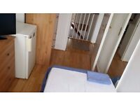 LOVELY SINGLE ROOM PUTNEY HEATH FURNISHED AVAILABLE 20 DECEMBER