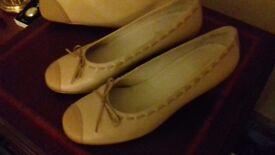 Pair of ladies HOTTER shoes & matching HOTTER handbag