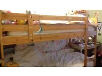 Solid pnie bunk beds